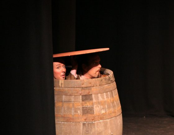 24112005_Rosencrantz and Guildenstern hiding in a barrel_2440 detail